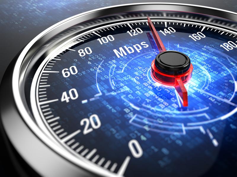 Czym jest gwarantowana prędkość dostępu doInternetu? Ile wynosi uposzczególnych operatorów?